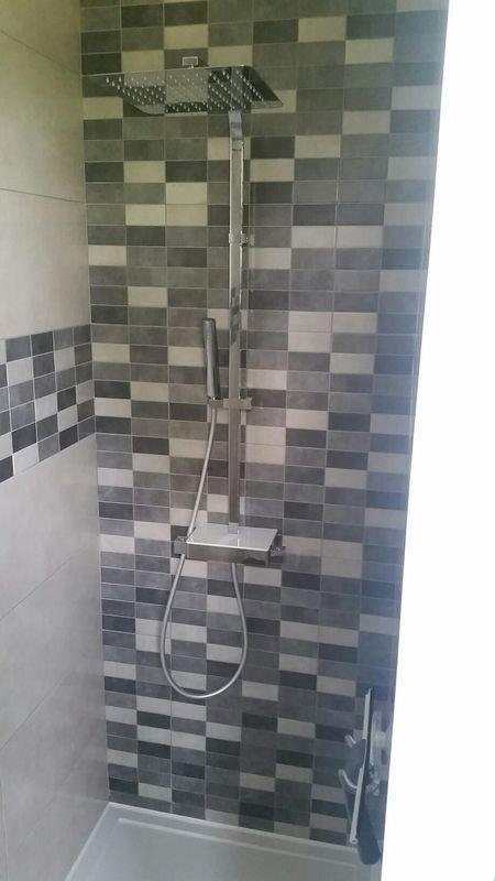 R novation salle de bains et cuisine moeuvres pr s d for Fourniture de salle de bain